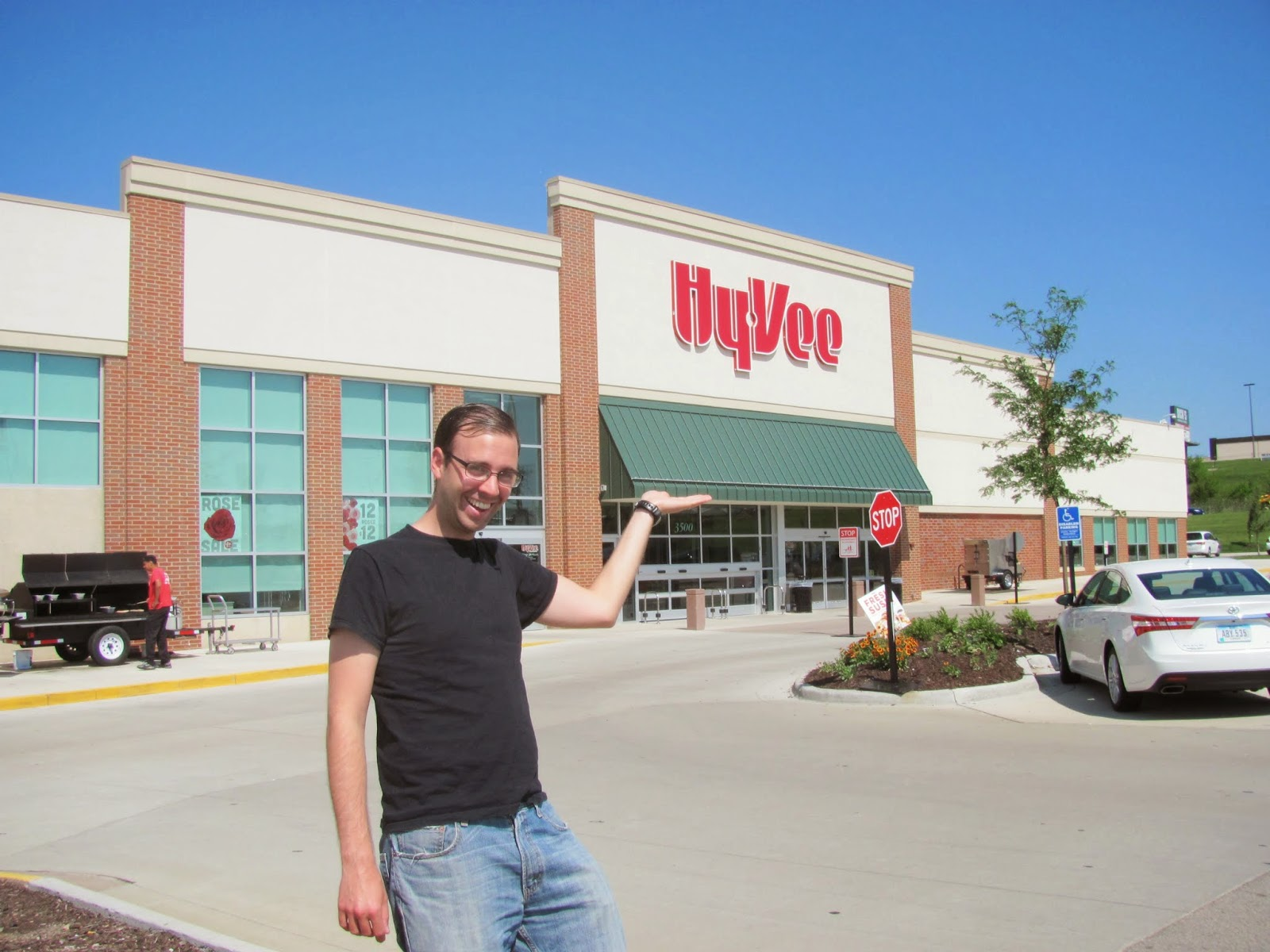 Finding the Front Door of Hy-Vee