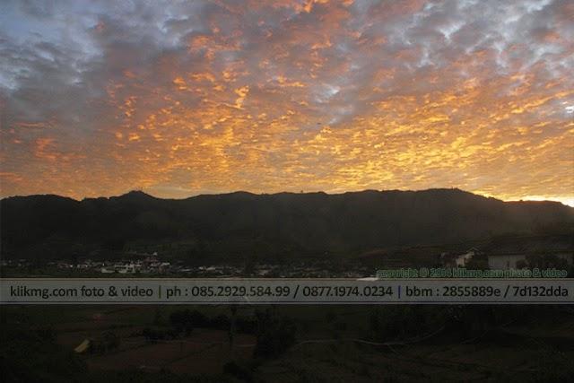 Sunrise Negeri Atas Awan - Foto oleh KLIKMG Fotografer Indonesia