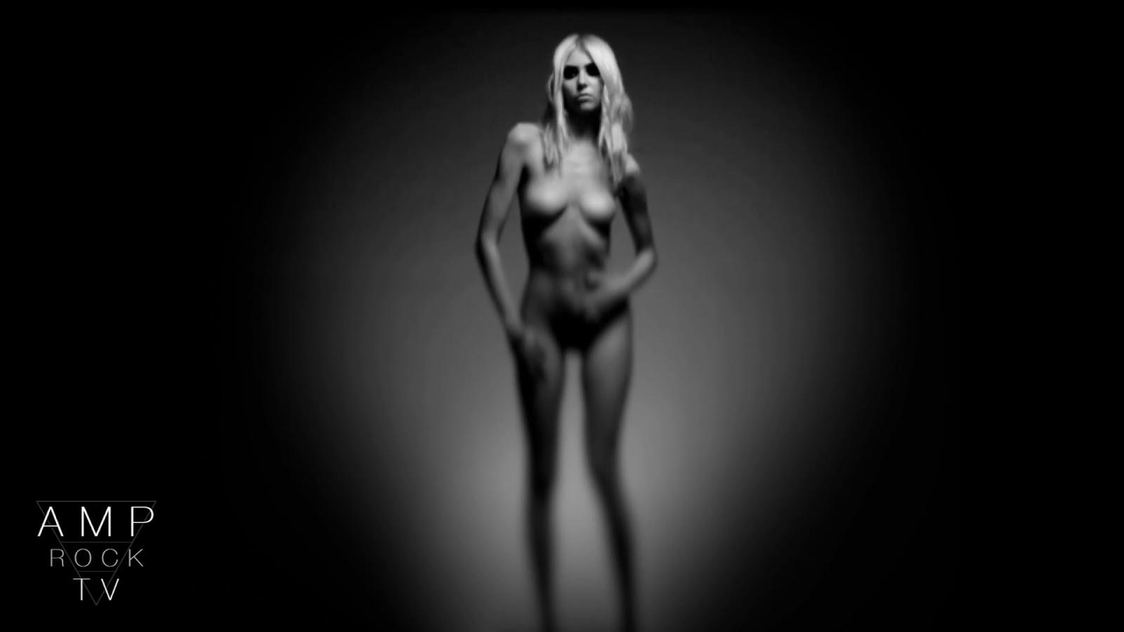 http://4.bp.blogspot.com/-Ka2mxSyifWc/UHpFsR0norI/AAAAAAAAb3k/M9lsGtZGHQQ/s1600/EXPOSTAS.com+Taylor+Momsen+%E2%80%93+HD+blurred+nude_sexy+in+Amp+Rock+TV\'s+%E2%80%9CUnder+The+Water%E2%80%9D008.jpg