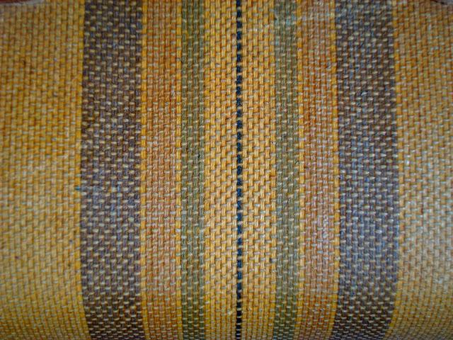 tapizado maleta antigua amarillo a rayas