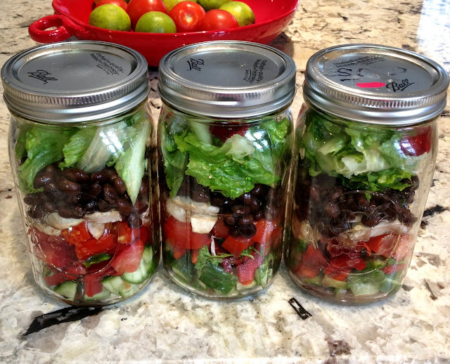 mason jar lunches of salad and beans