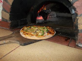Πίτσα στο Ξυλόφουρνο
