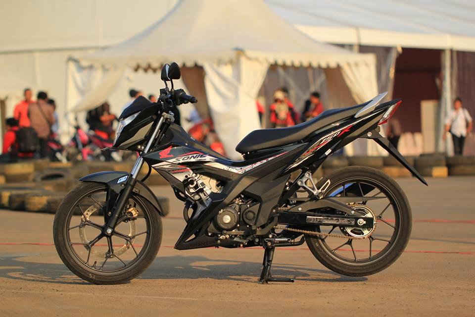 Komparasi Honda Sonic 150R dan Suzuki New Satria F150 , lawan yang sebenarnya bukanlah Suzuki New Satria F150 . . melainkan