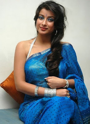 Madhurima_Hot_In-Saree-Photos