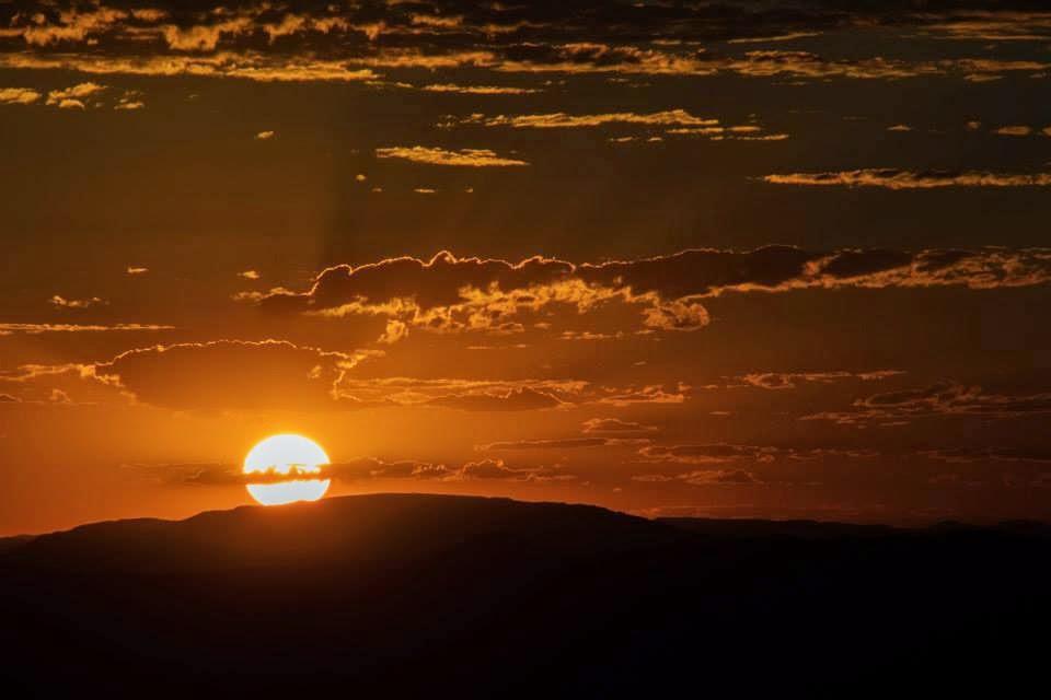 Por do Sol na Chapada dos Veadeiros - Foto tirada por Maurício Nobre na torre do abismo - Roteiro de 5 dias e 4 noites