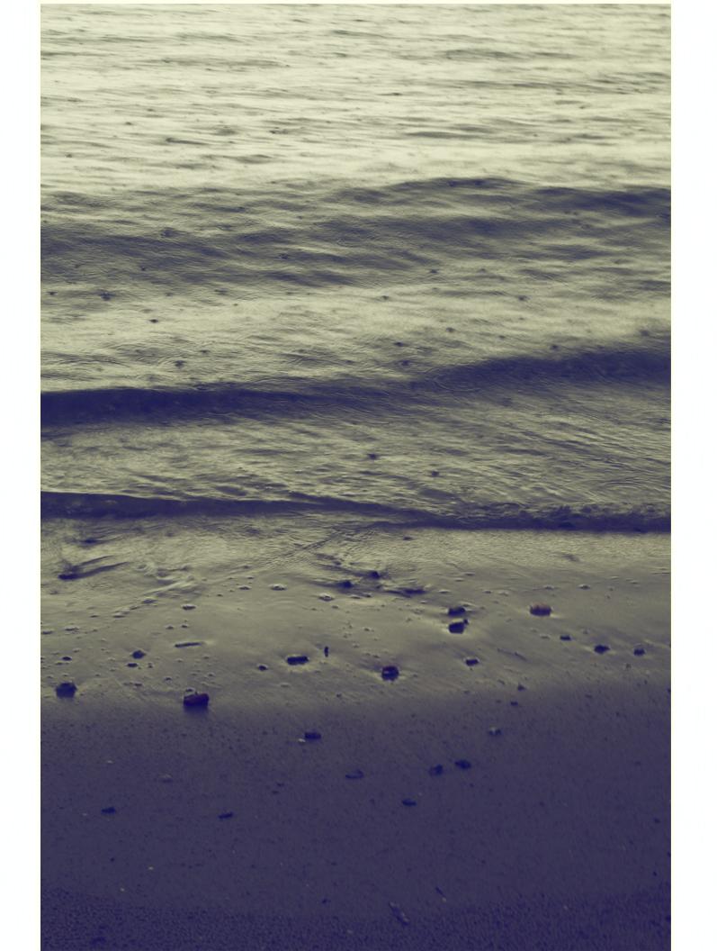 gouttes de pluie sur la mer