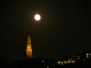 """<img ctr:""""groningen.jpg"""" alt:""""Groningen bij nacht"""">"""