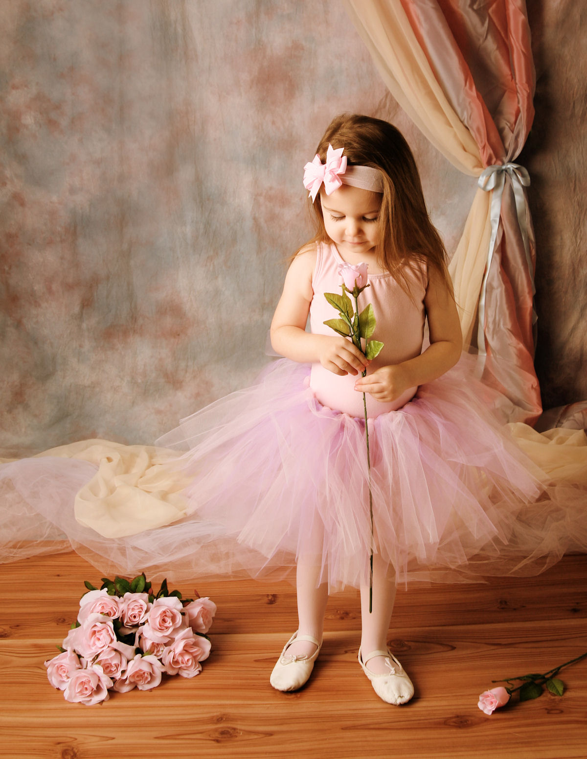 http://4.bp.blogspot.com/-Kbel9j6KxFk/UI30a9ptaBI/AAAAAAABNN8/e4Ni-b4jBZE/s1600/peque%25C3%25B1a-bailarina-con-una-rosa-color-rosa-en-sus-manos-little-ballerina-with-a-pink-rose.jpg