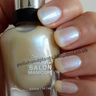 Sally Hansen Complete Manicure Strike a Pose Swatch