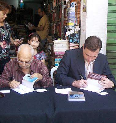 José Inaldo e Kahlmeyer-Mertens em dupla sessão de autógrafos