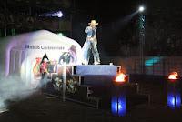 O já tradicional show de rodeios com a Cia. Falcão também lotou de gente as arquibancadas da arena montada para o evento