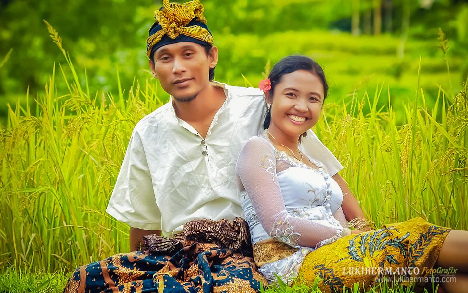 foto prewedding sawah bali
