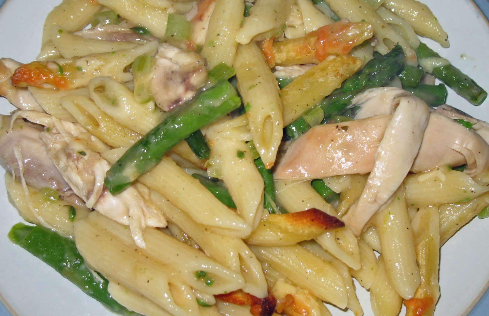 The Happy Housewife: Chicken & Asparagus Pasta Bake