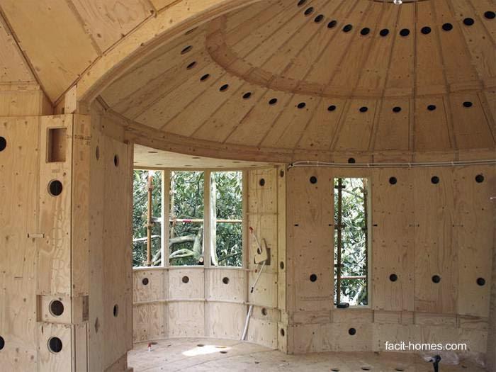 Vista interior de una casa redonda en construcción con D-Process