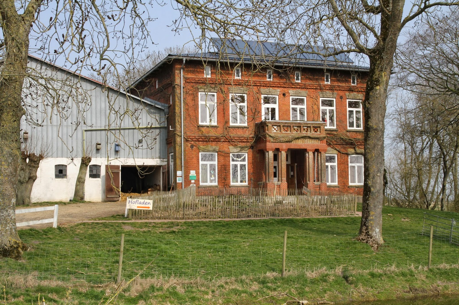 Unser Erster Anlaufpunkt War Dann Die Friesische Schafskäserei In  Tetenbüll, Wo Wir Direkten Kontakt Zu Heiner Volquardsens Schafen Aufnehmen  Konnte.