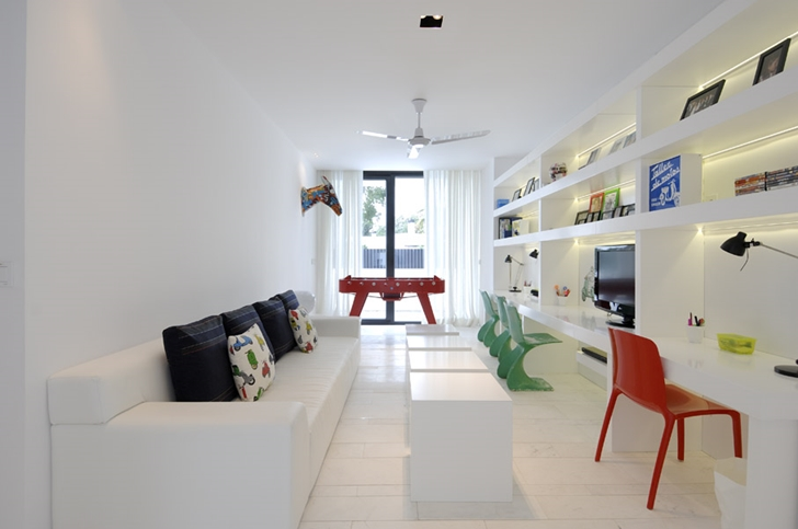 Narrow kids room in Sotogrande House by A-Cero Architects