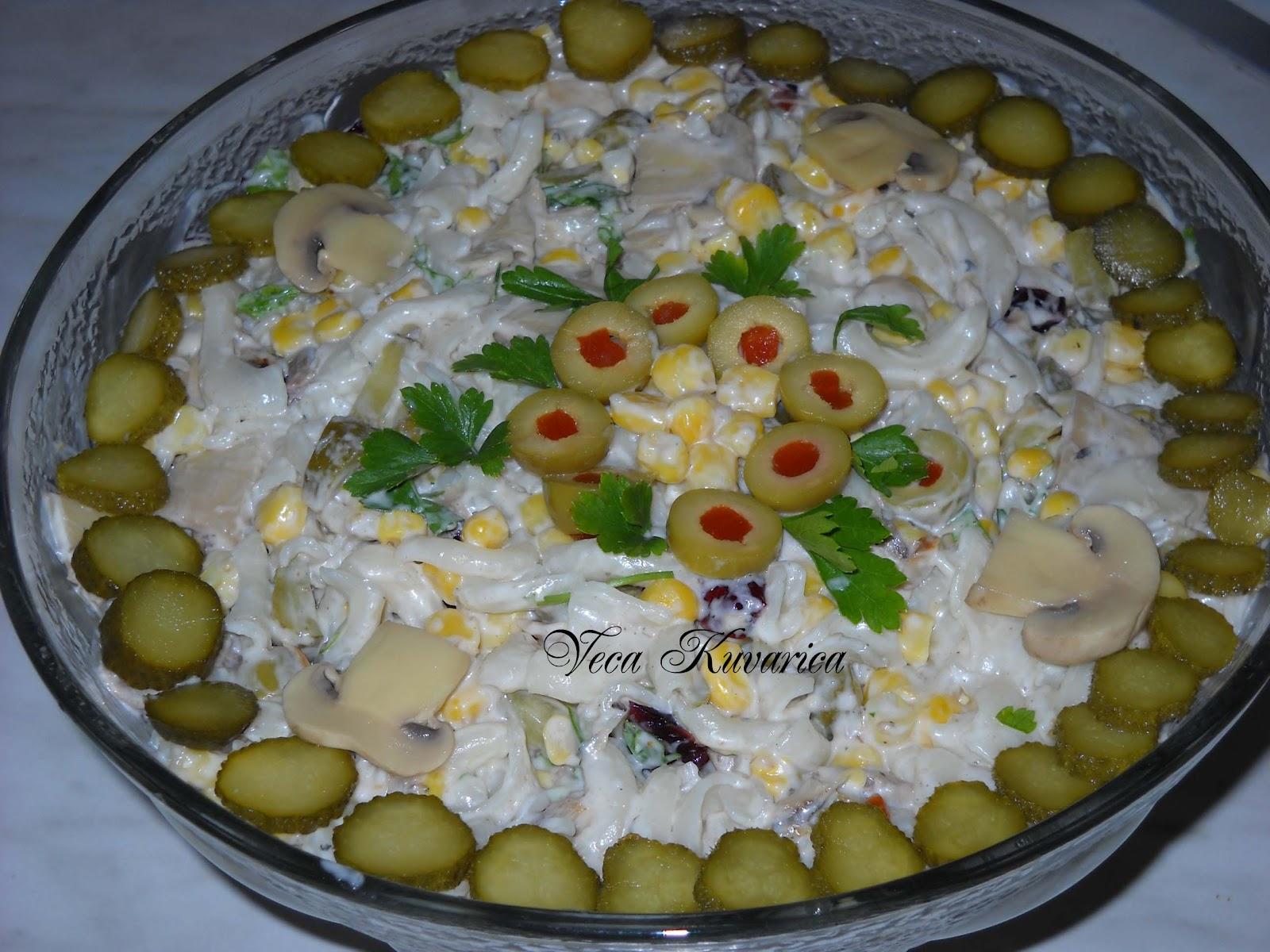 Ja volim da pravim razne kombinacije za posnu salatu. Evo jedne