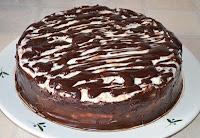 Торт Дамские пальчики: Украсить торт глазурью