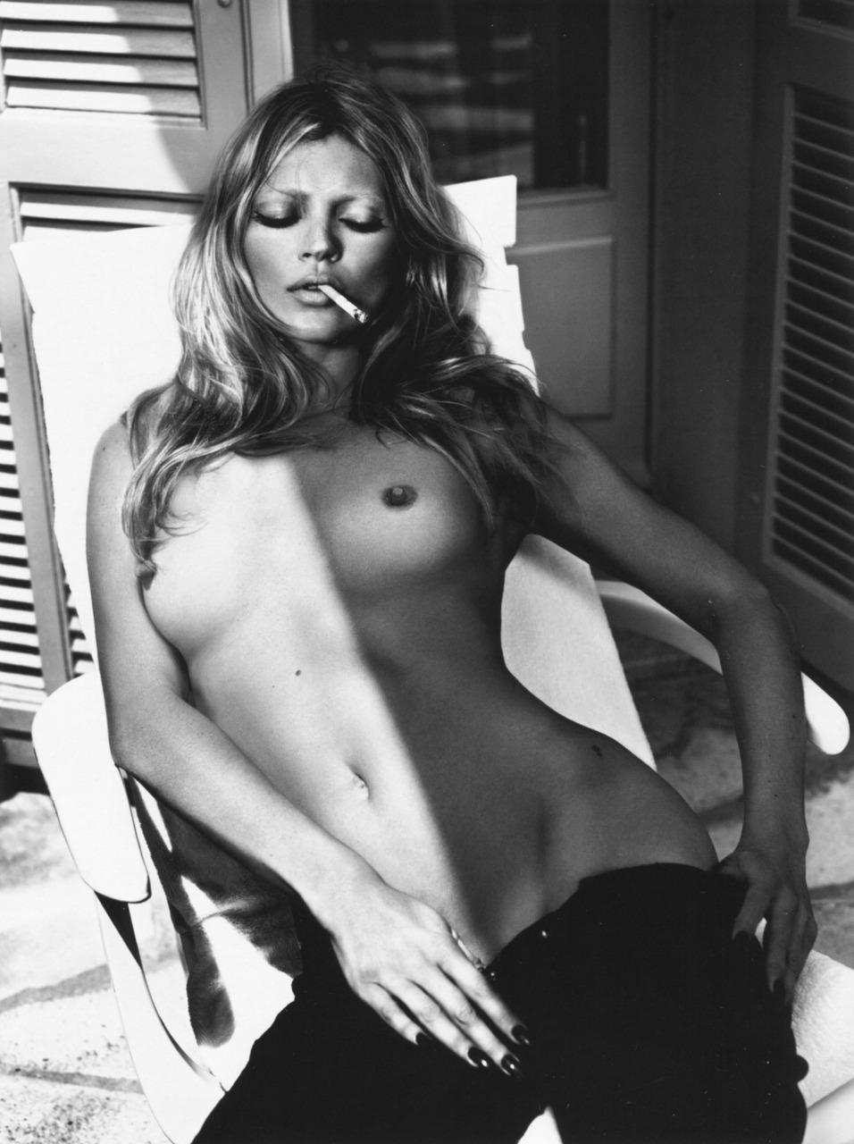 Omahyra mota female nude and sex scene 3
