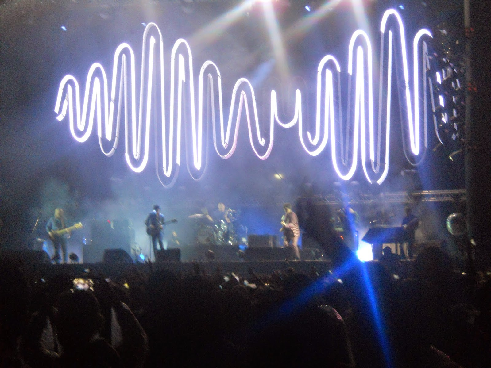 Com surpresa Arctic Monkeys e The Hives se apresentam em São Paulo  #1941B2 1600 1200