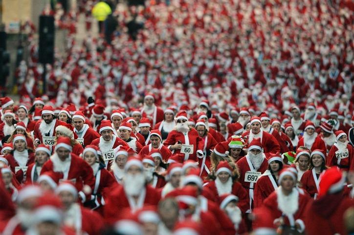 Забеги Санта Клаусов охватили Европу / bigpicture.ru / Surfingbird.ru