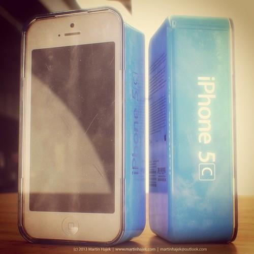 Xuất hiện thêm những hình ảnh được cho là iPhone 5C giá rẻ