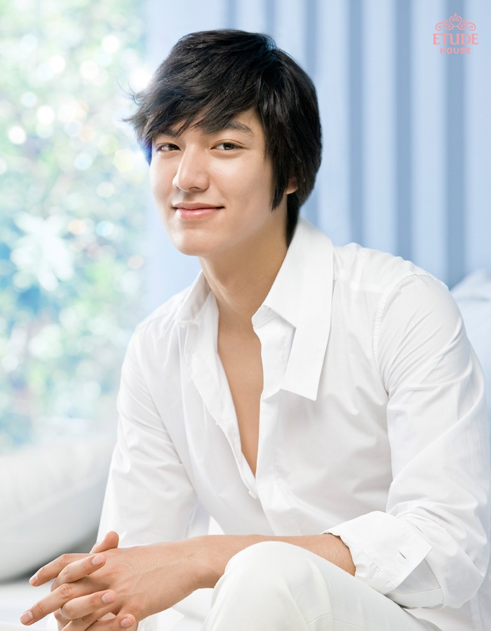 South korean actor who is best known for his leading role in 2009 as