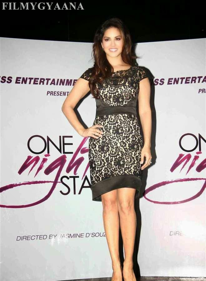 sunny leone cute wallpapers