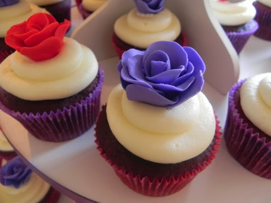 purpel wedding ideas wedding cupcakes