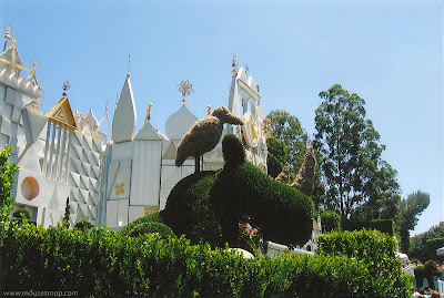 Disneyland Topiary topiaries Small Word rhino bird