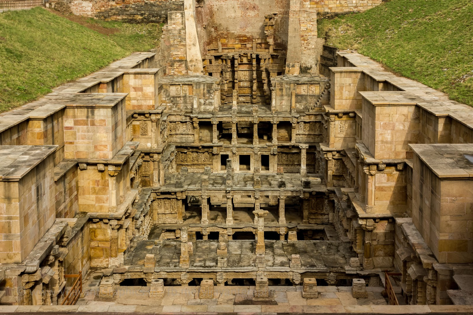steps to water the ancient stepwells of india pdf