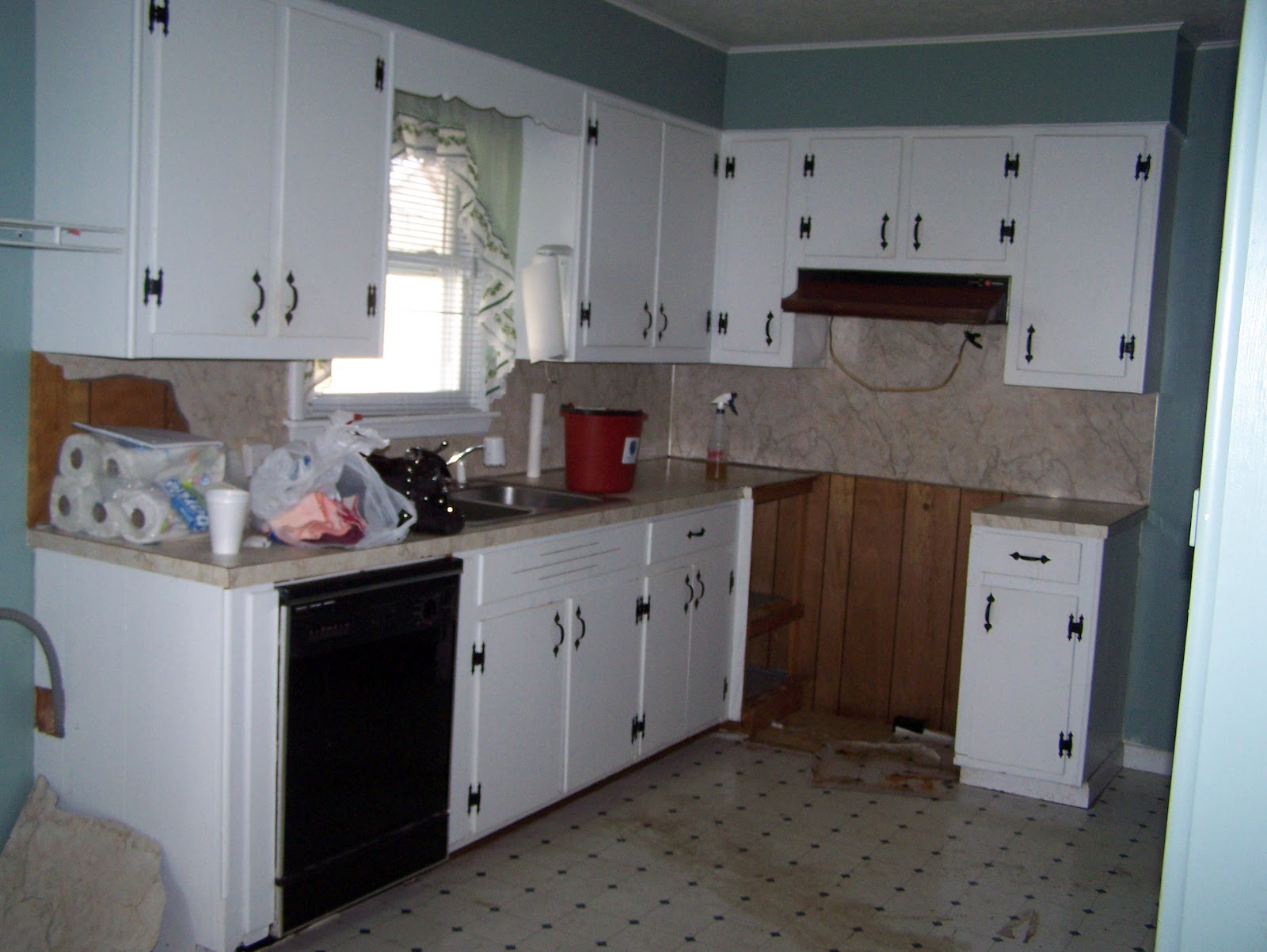 Grace lee cottage updating old kitchen cabinets for Making old kitchen cabinets look modern