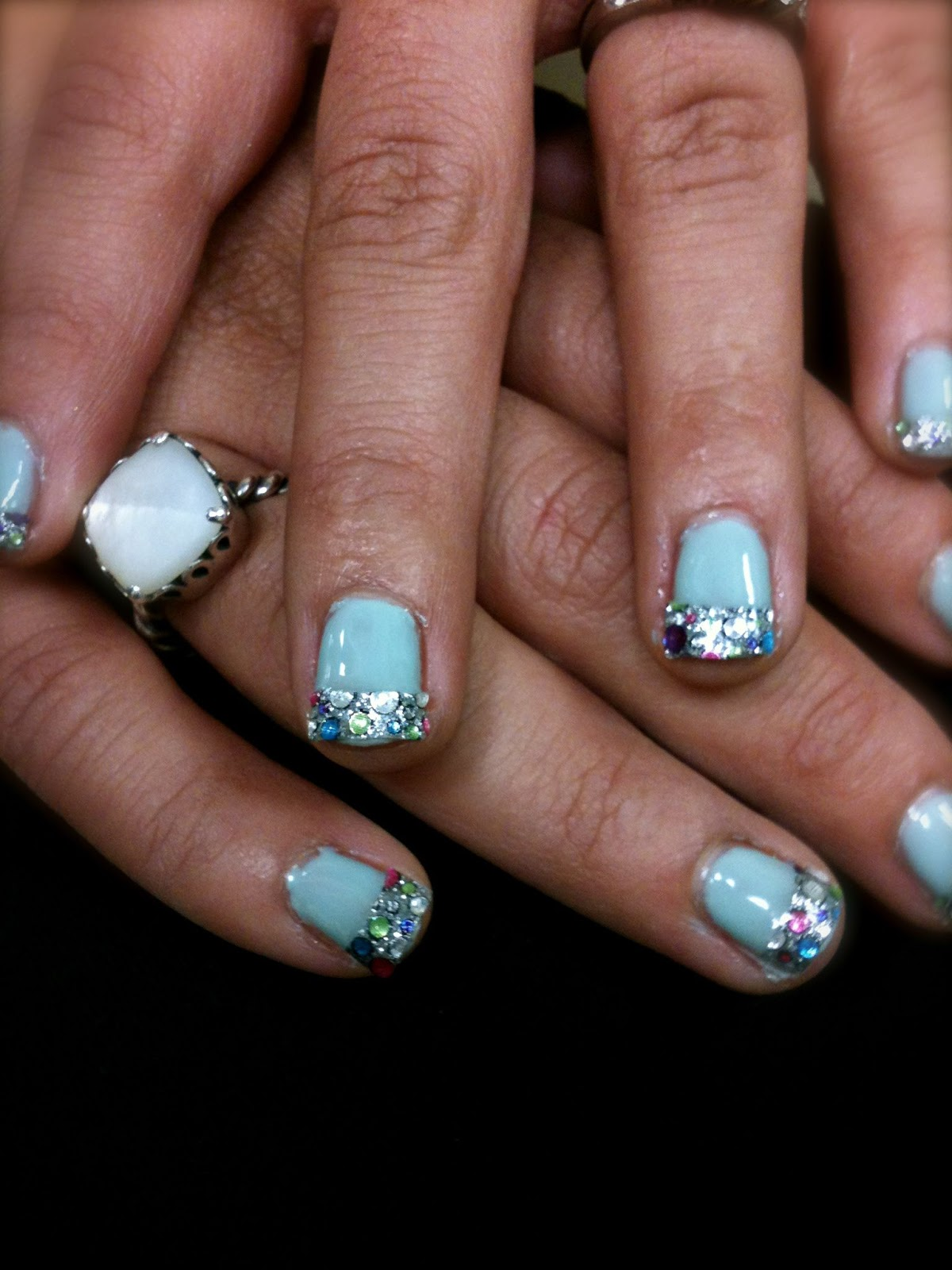 How to get super cute gel polish nails with glittery tip! | The Glamizon