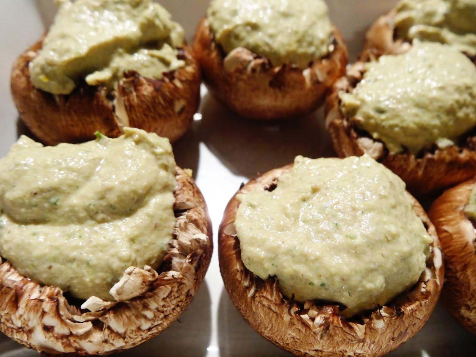 Grillen für Vegetarier: Gefüllte Champignons mit Zucchinicreme