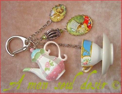 Bijou de Sac Alice au Pays des Merveilles Lewis Carroll Thé Théière Chapelier Fou Lièvre de Mars March Hare Bag Charm Tea Time Jewel Alice in Wonderland