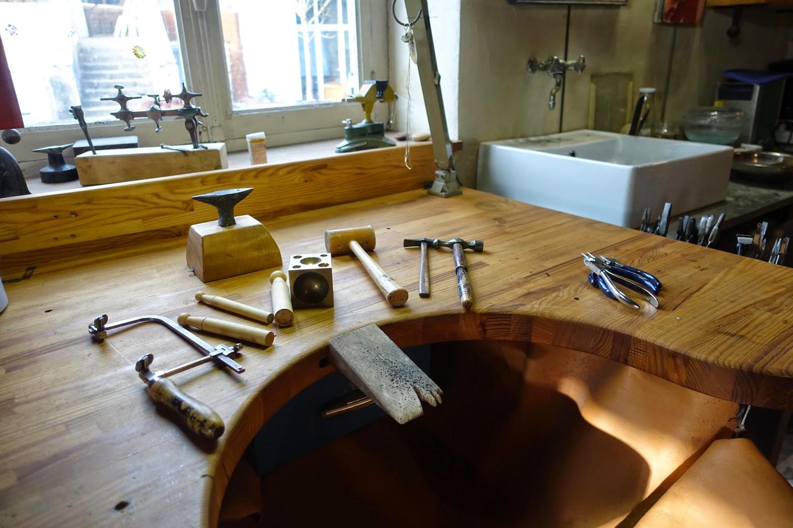sb au f minin l 39 atelier ouvre ses portes pour les journ es europ ennes des m tiers d 39 art. Black Bedroom Furniture Sets. Home Design Ideas