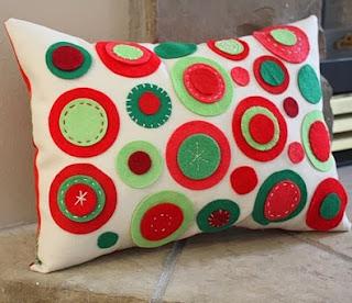 http://www.manualidadesde.com/artesania-decoracion-para-el-hogar-cojines-de-fieltro-tutorial