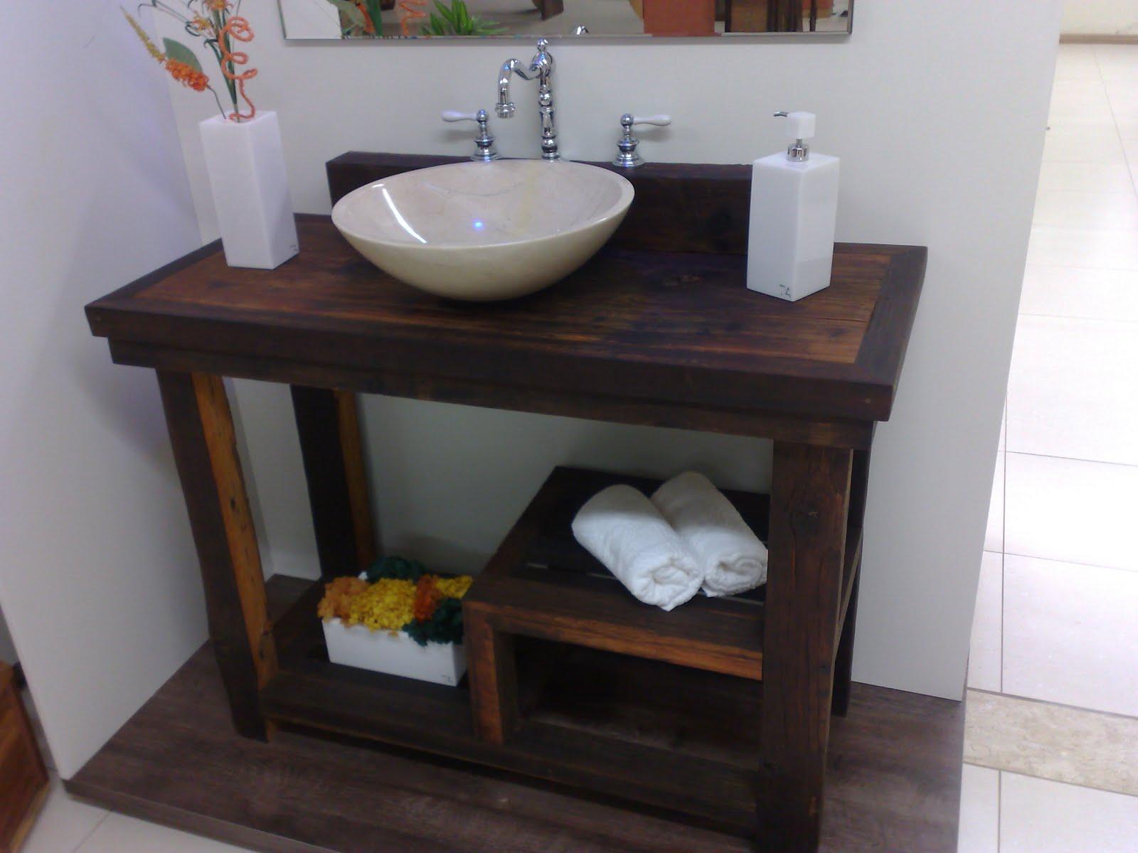 Vocês podem usar aquela mesinha velha de madeira largada aí na casa  #604133 1600x1200 Armario Banheiro Antigo