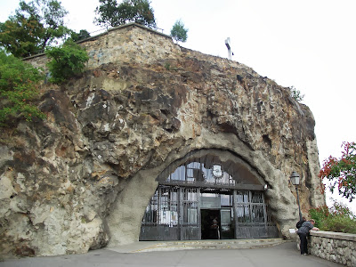 Entrada Iglesia Cueva en Budapest
