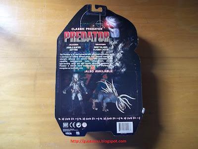 Visão traseira da caixa descrevendo detalhes da figura.