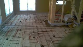 lattialämmitysputket raudoitukseen asennettuna