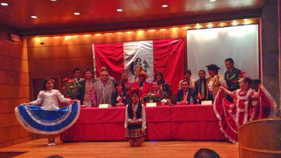 Nuestra cónsul, el Alcalde de Vigo y directivos de la Federación de Asociaciones peruanas en Galici