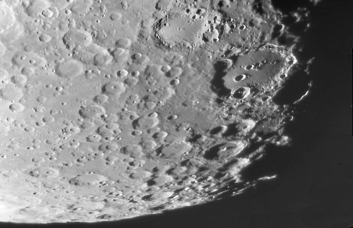 Cráteres de impacto en la Luna.