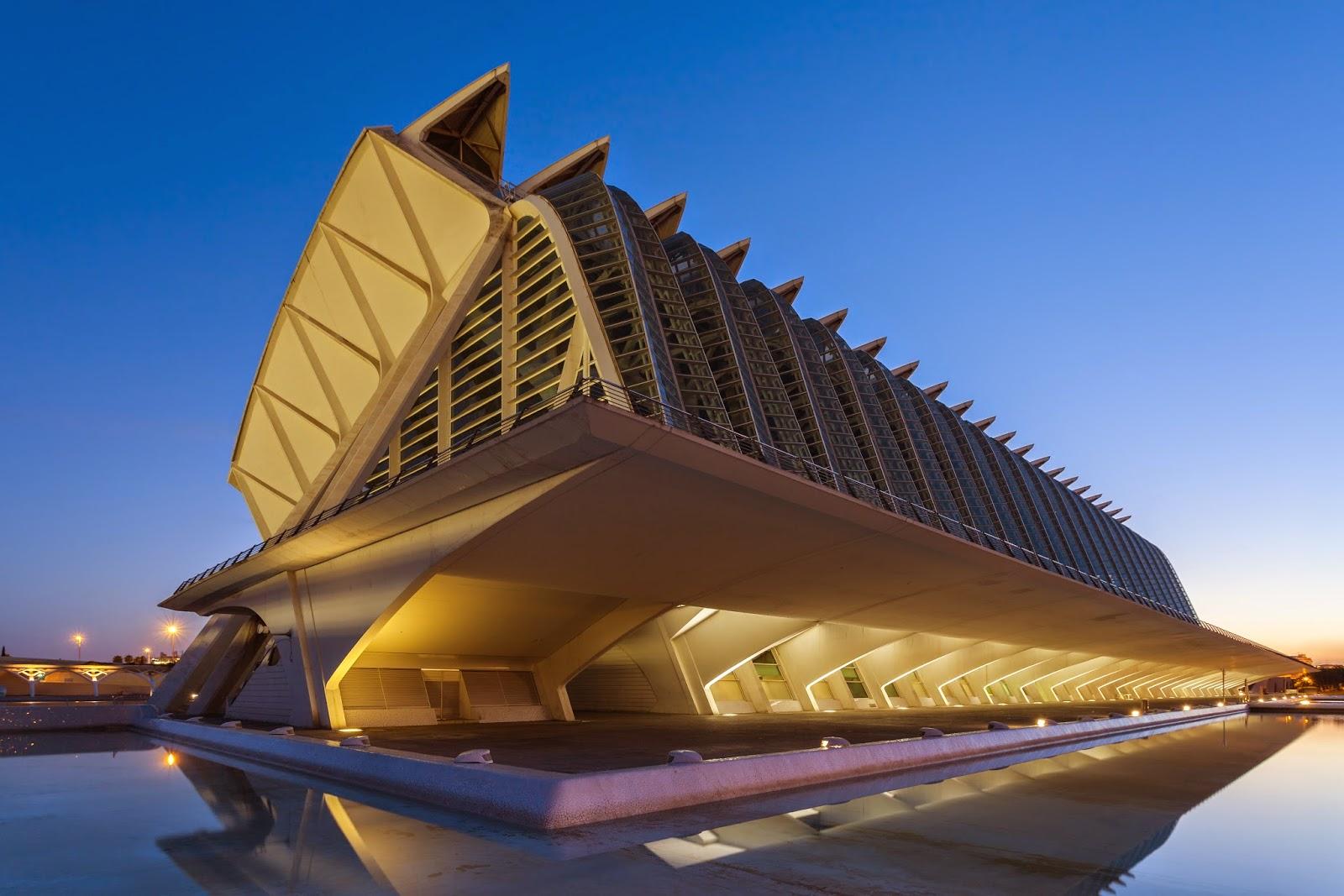 http://commons.wikimedia.org/wiki/File:Museo_Pr%C3%ADncipe_Felipe,_Ciudad_de_las_Artes_y_las_Ciencias,_Valencia,_Espa%C3%B1a,_2014-06-29,_DD_56.JPG#/media/File:Museo_Pr%C3%ADncipe_Felipe,_Ciudad_de_las_Artes_y_las_Ciencias,_Valencia,_Espa%C3%B1a,_2014-06-29,_DD_56.JPG