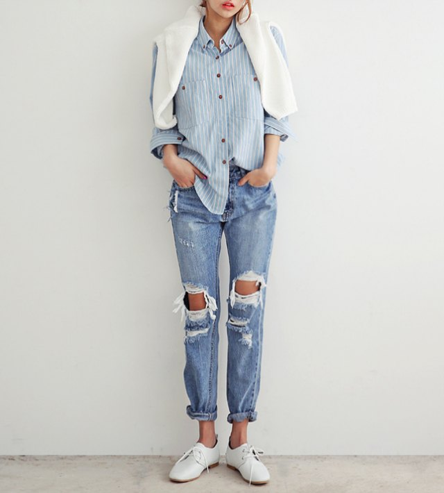 Boyfriend jeans and blue shirt