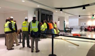 Kejatuhan Papan Pengumuman Bandara