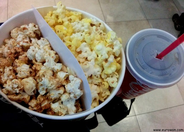 Palomitas y Coca-cola en un cine coreano