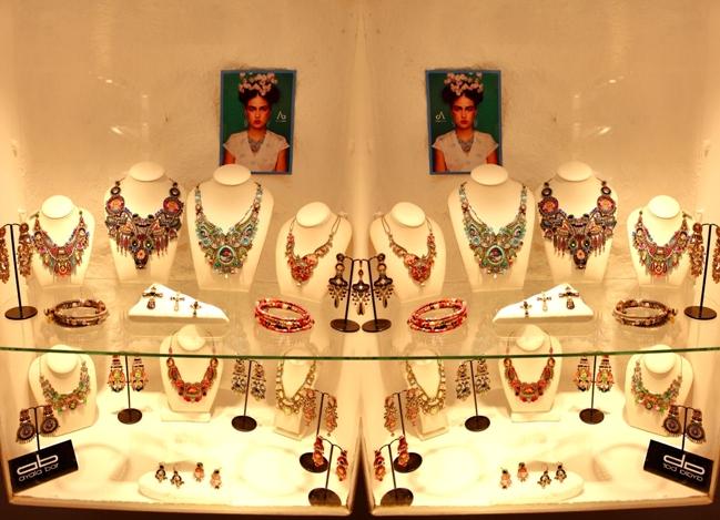 Oia at night (Santorini). Jewelry (jewellery) shops in Oia. Best shopping in Santorini. Jewelry (jewellery) shops in Santorini. Ayala bar in Santorini. Ayala bar jewelry.