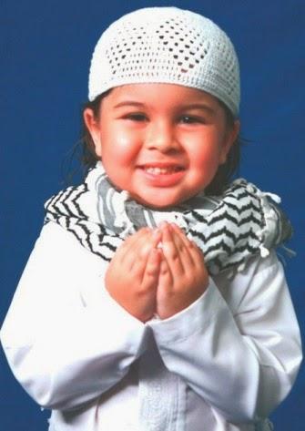 baim cilik berdoa
