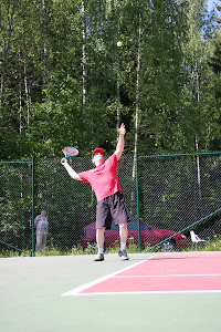 Tennisvalmentaja Lehto Olavi: Ottakaa yhteyttä
